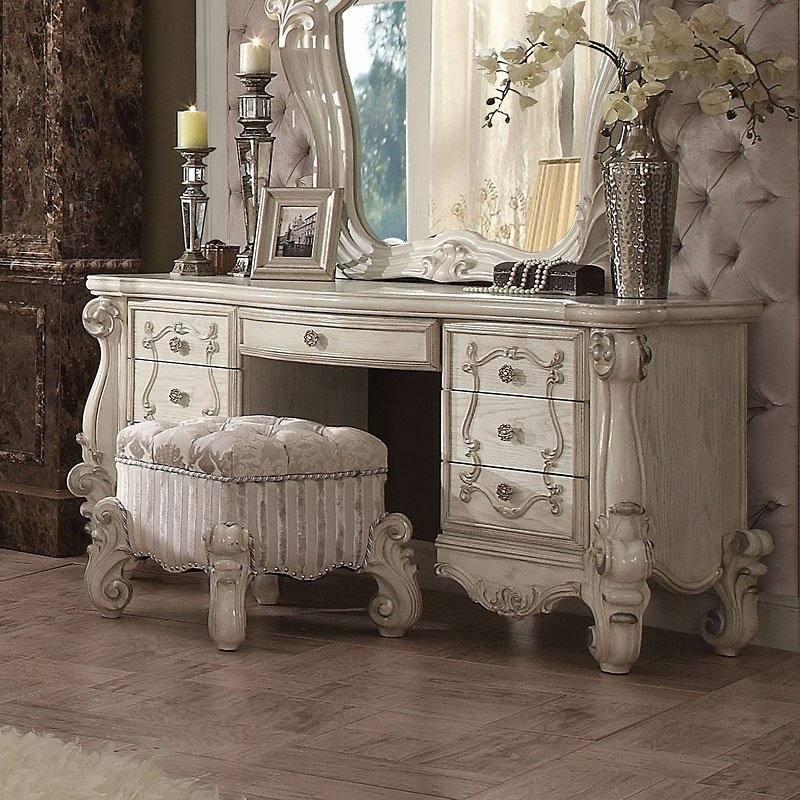 Bedroom Set With Vanity