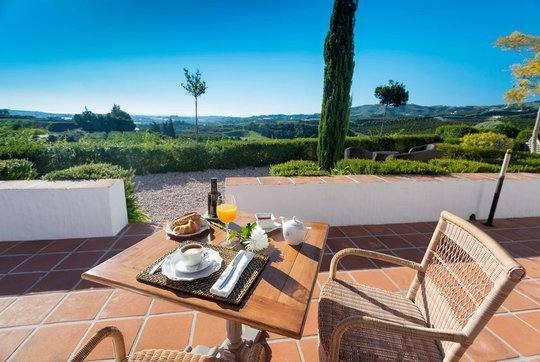 Jetzt Villa mit Klimaanlage/Pool/Balkon in Málaga ab €548 buchen auf  9flats