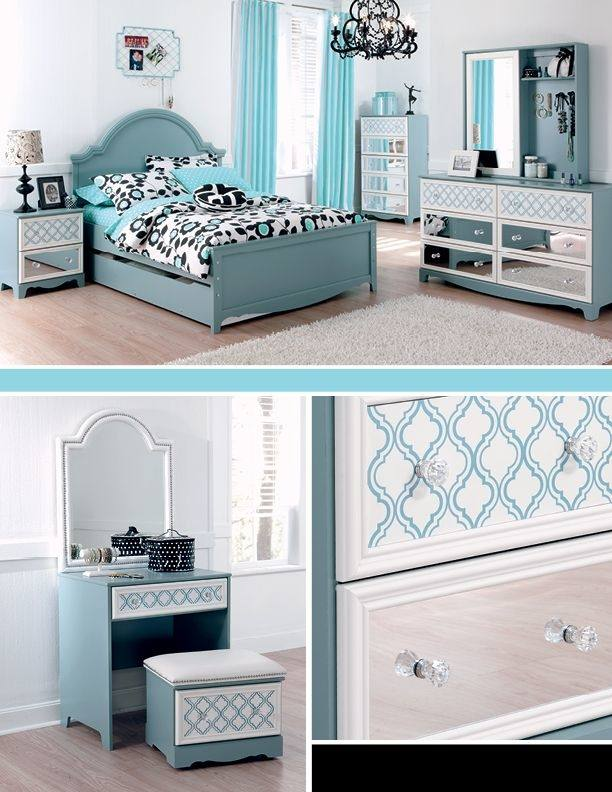 Zarollina Upholstered Bedroom Set
