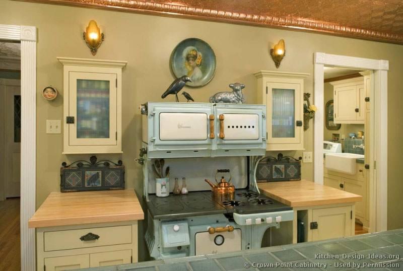 We've gathered our favorite vintage kitchen decor, nostalgic color