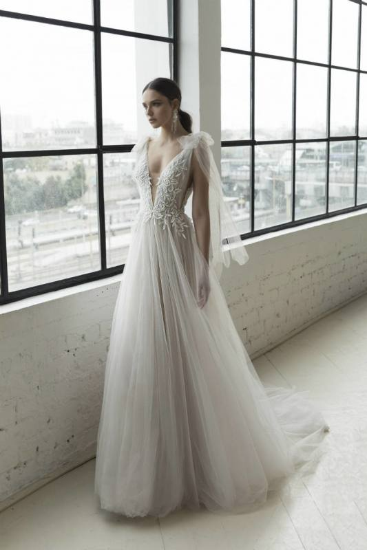 wedding dress trends 2019 Pronovias wedding dress elenco plain ballgown wedding dress