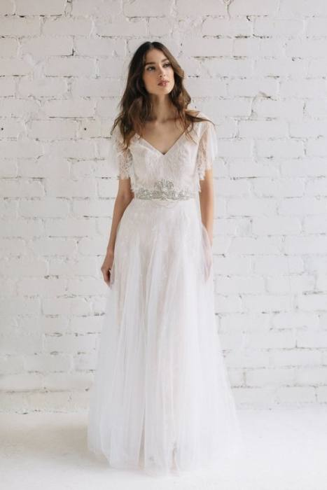 Illusion Back Cap Sleeve Wedding Dress High Quality Sheer See Through Bridal  Dresses with Lace Appliques Covered Buttons Vestido De Novias Lace Wedding