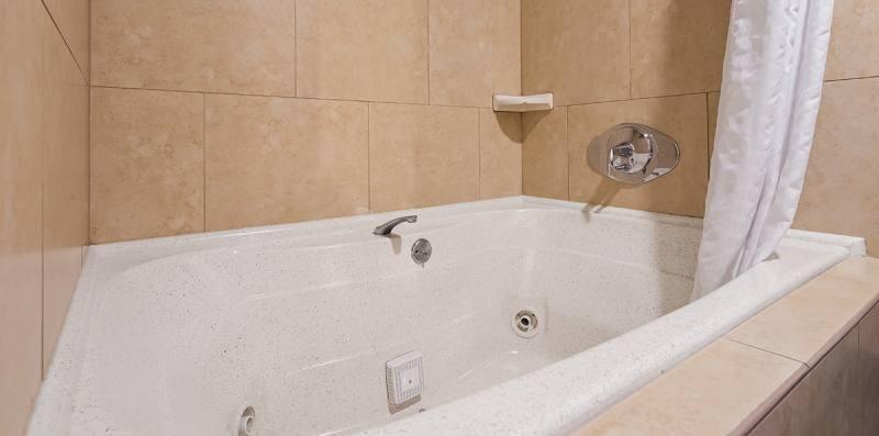 Whirlpool Tub With Shower Head