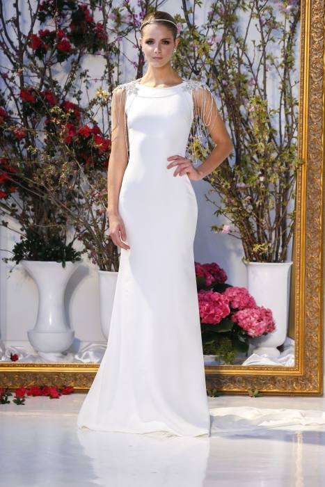 Gorgeous Stella York lace #wedding dress looks amazing for this summer  floral crown