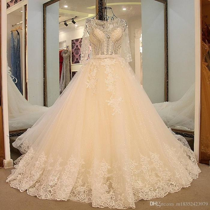 Gorgeous Shiny Beading Diamond Ball Gown Wedding Dress with Cathedral Train