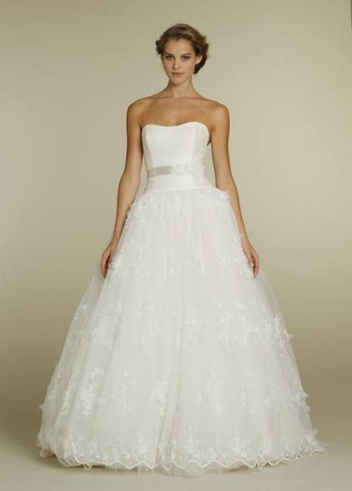 `This is a Luxurious Deluxe Tulle Mariage Lace Ball Gowns Wedding Dress