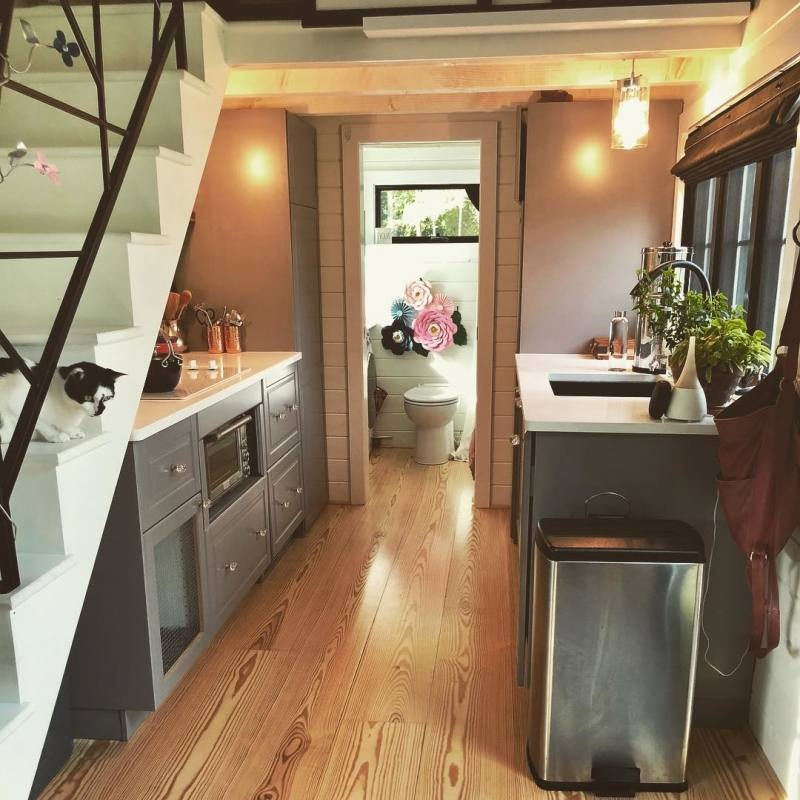 Flat pack kitchens offer a fantastic mix of quality, style and value, making them perfect for home owners, investors and D