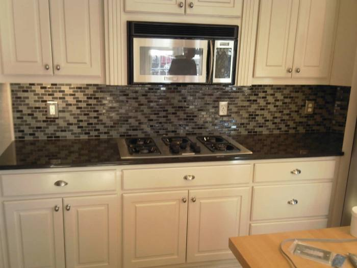Kitchen with a honeycomb mosaic tile backsplash in a variety of shades