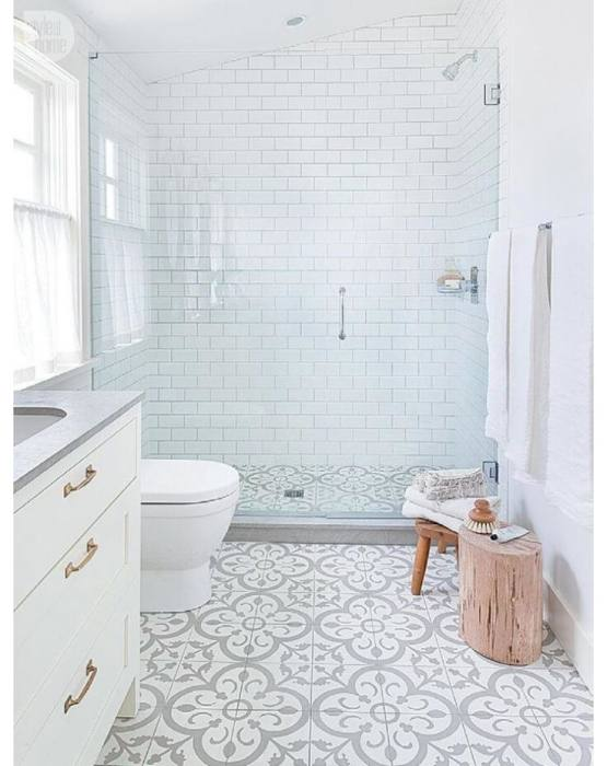 I want to live in this gorgeous bathroom! Great design ideas for small  spaces to keep the room open and light! And the finishes are just gorgeous